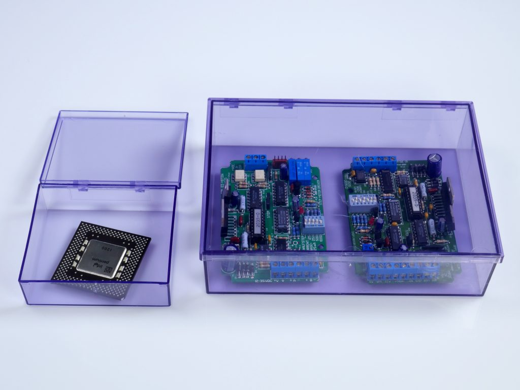 See Through Plastic Case With Lid For Electrostatic Environments